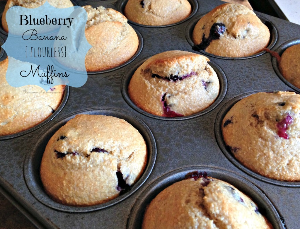 blueberry banana {flourless} muffins #recipe #tastytuesday via @thenewmodernmom