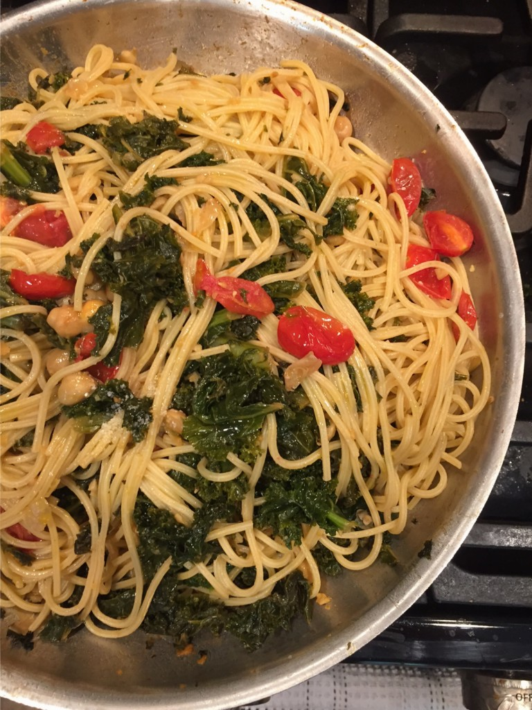 kale pasta - the new modern momma